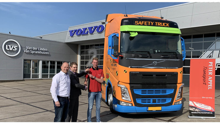 Peter Appel Transport zet Volvo Safety Truck in