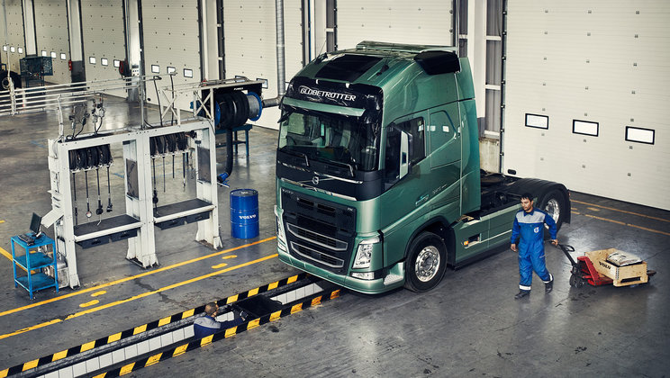 1860x1050-volvo-trucks-global-services-connected-services-onboardtechnician
